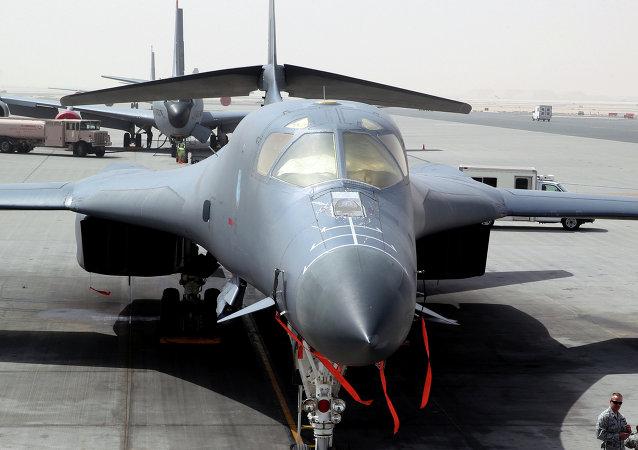 Bombardiere americano B-1 nella base di al-Udeid in Qatar