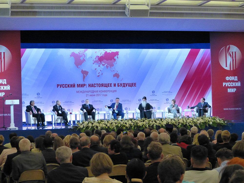 """Conferenza al Cremlino """"Mondo russo nel presente e in futuro"""""""