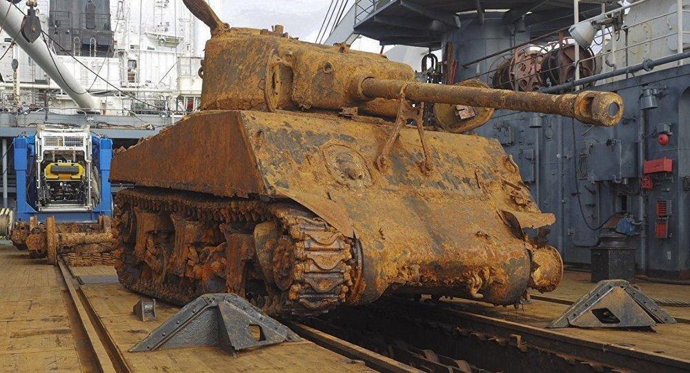 Uno dei carri armati Sherman recuperati dalla Donaldson.