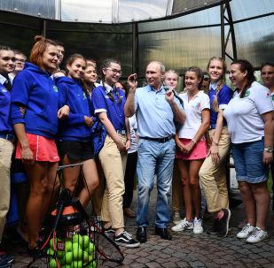 Putin in visita al centro estivo di Artek