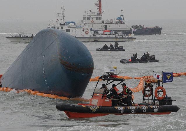 Dopo il naufragio di un traghetto