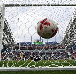 Un pallone si insacca nella porta dello stadio Fisht di Sochi