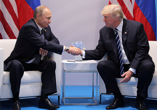 Donald Trump e Vladimir Putin durante vertice G20
