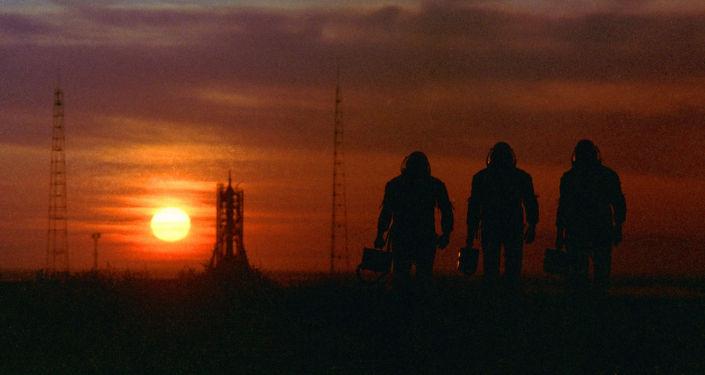 Il tramonto al cosmodromo Baykonur