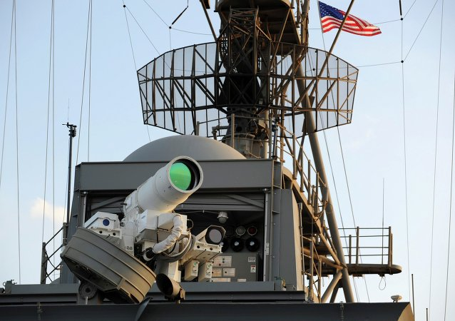 Cannone laser sulla nave americana USS Ponce