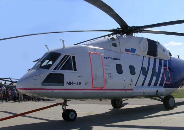 Elicottero russo Mi-38 alla fiera MAKS