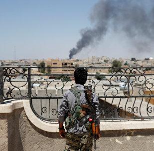 Combattente curdo YPG