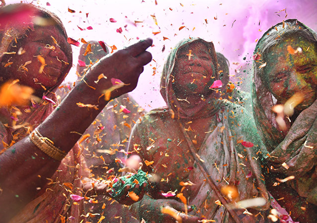 Vedove alla Festa dei Colori di Shashi Shekhar Kashyap (India)