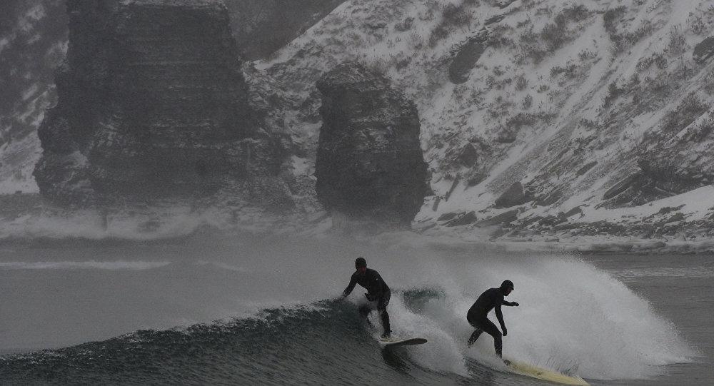 le immagini di surf invernale in Kamčatka e nel Territorio del Litorale di Jurij Smitnjuk (Russia)