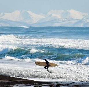 Vento, onde e -15° ma si surfa lo stesso