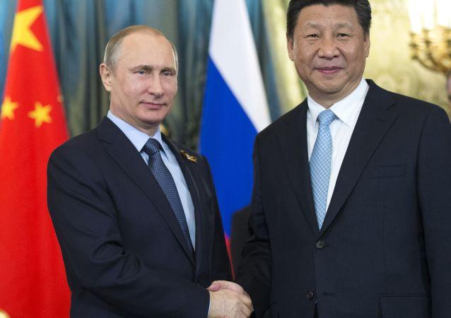 I presidenti di Russia e Cina Vladimir Putin e Xi Jinping (foto d'archivio)