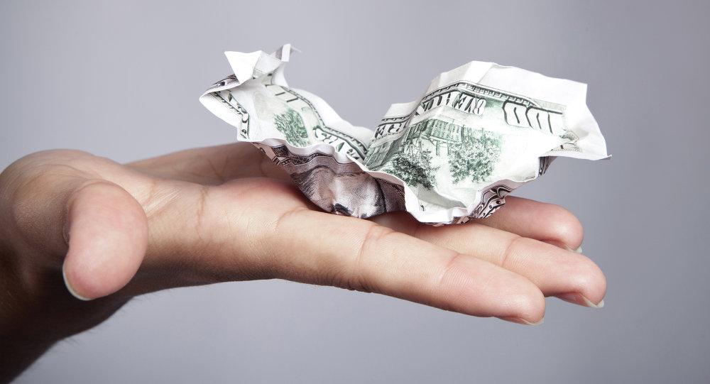 Il dollaro si stropiccia e con lui appaiono crepe sul futuro dell'economia americana.
