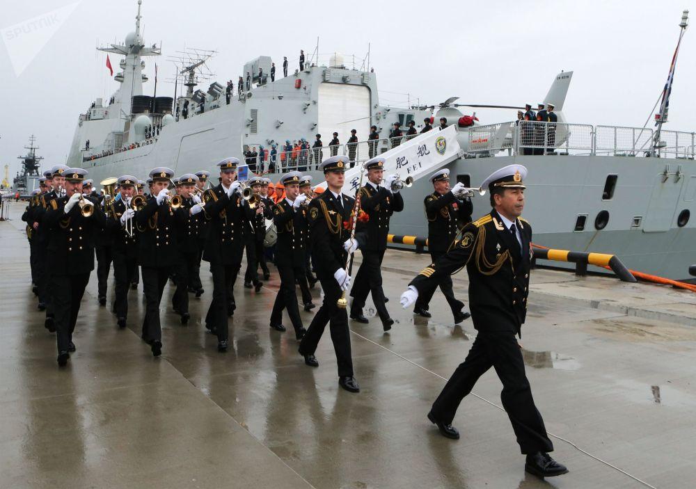 Il Baltico riceve la visita delle navi militari cinesi