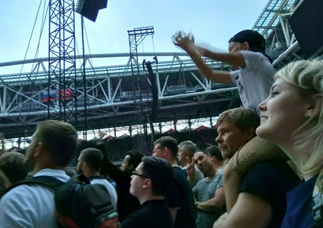 In mezzo alla folla al concerto dei Depeche Mode a Mosca