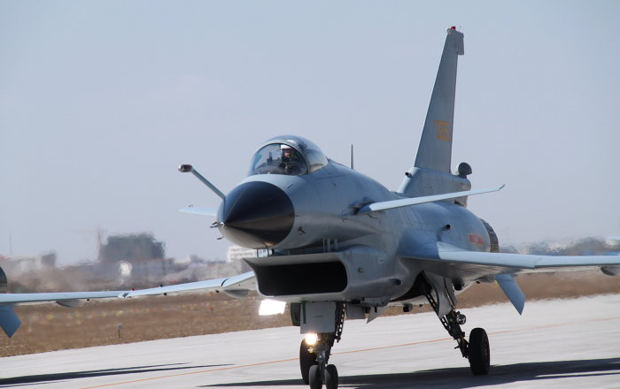 Aereo Da Caccia Cinese : Caccia cinese intercetta aereo spia usa sul mar