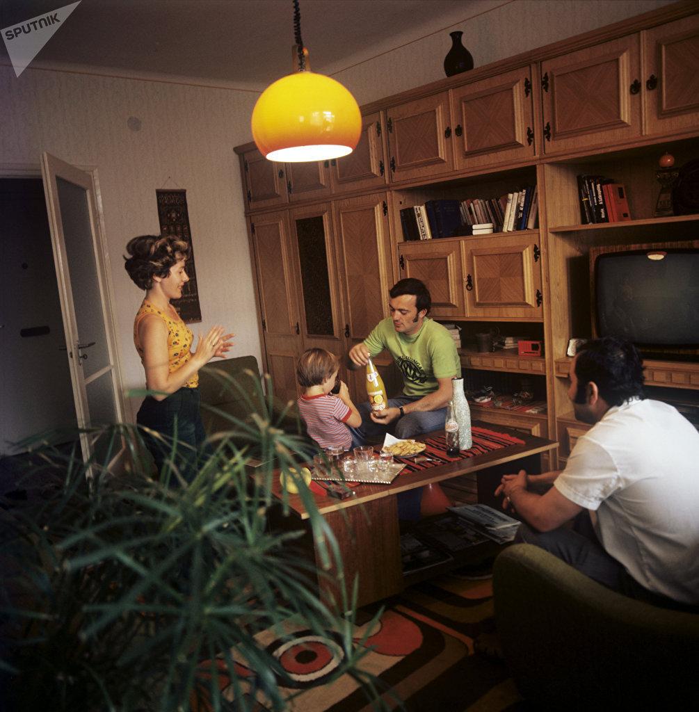 Budapest, dentro l'appartamento di una famiglia ungherese ad inizio anni '80