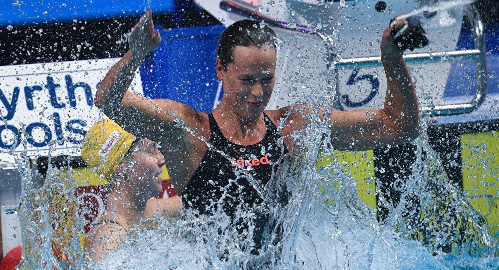 L'esultanza di Federica Pellegrini dopo la vittoria nei 200sl ai Mondiali di nuoto di Budapest