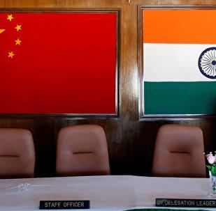Bandiera cinese e indiana