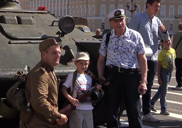 Rievocazione storica delle celebrazioni per la fine dell'assedio di Leningrado nel 1944