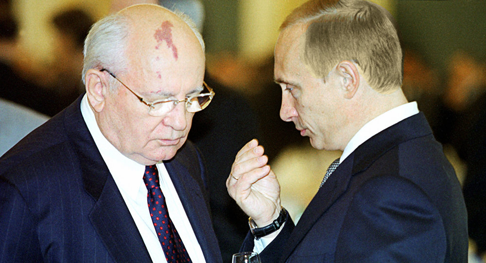 Vladimir Putin e Mikhail Gorbaciov