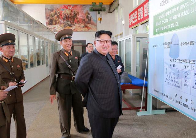 Il leader nordcoreano Kim Jong-Un in visita all'Istituto di Ricerca dei Materiali Chimici