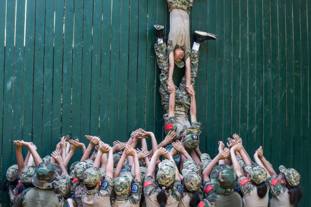 L'addestramento militare in una scuola cinese.
