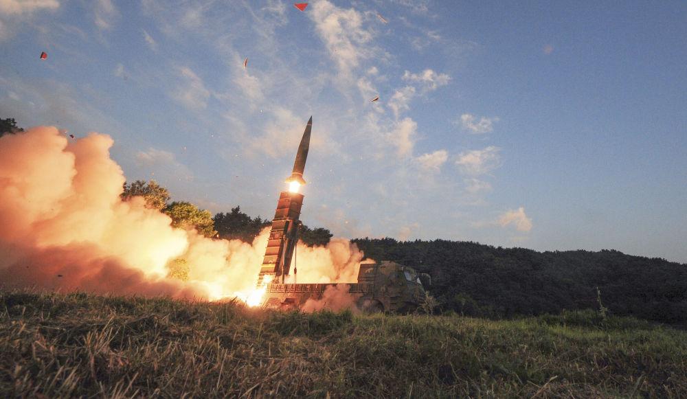 Il lancio del missile balistico sudcoreano Hyunmoo II nel corso delle esercitazioni congiunte USA-Corea del Sud.