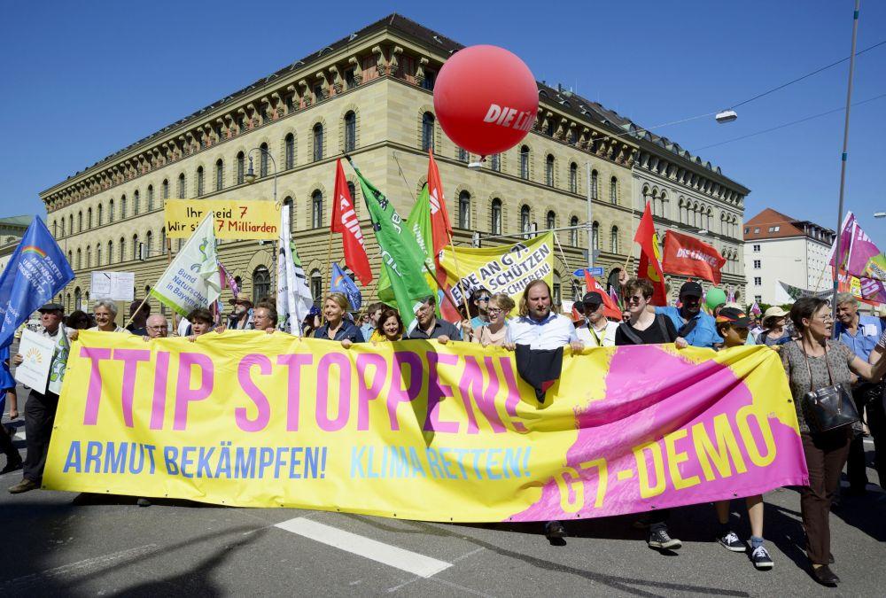 I partecipanti delle proteste contro il prossimo vertice G7 a Monaco