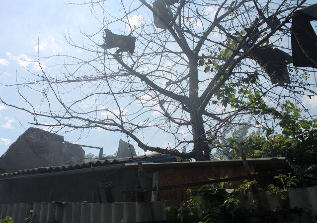 Donetsk, casa distrutta da bombardamenti
