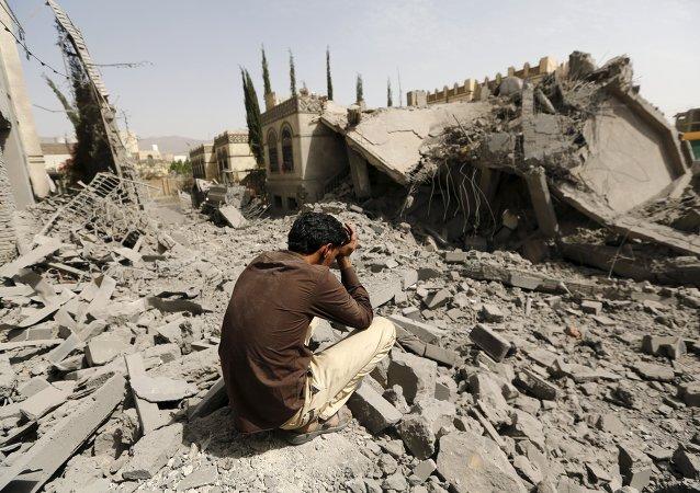 Distruzione e disperazione nella capitale dello Yemen
