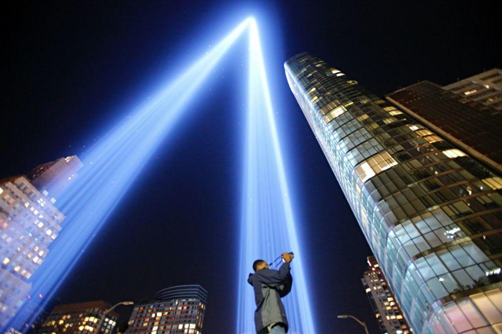 L'istallazione 'Tribute in Light'  in memoria delle vittime del 11 settembre.