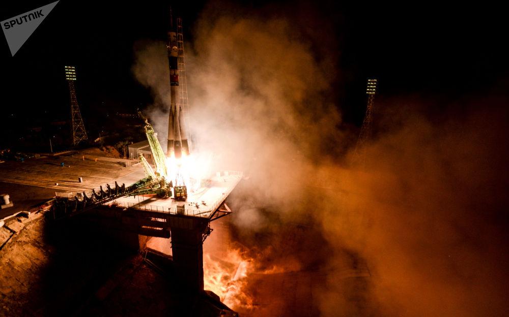 Il lancio del razzo-vettore Soyuz-FG con la nave spaziale pilotata Soyuz MS-06