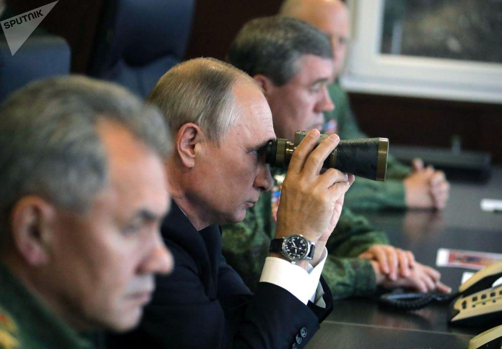 Il presidente russo Vladimir Putin alle manovre di Russia e Bielorussia ZAPAD-2017.