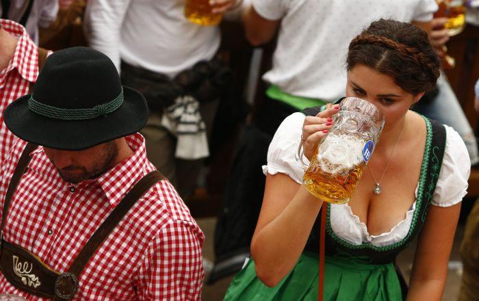Al festival annuo di birra Oktoberfest a Monaco di Baviera, Germania.