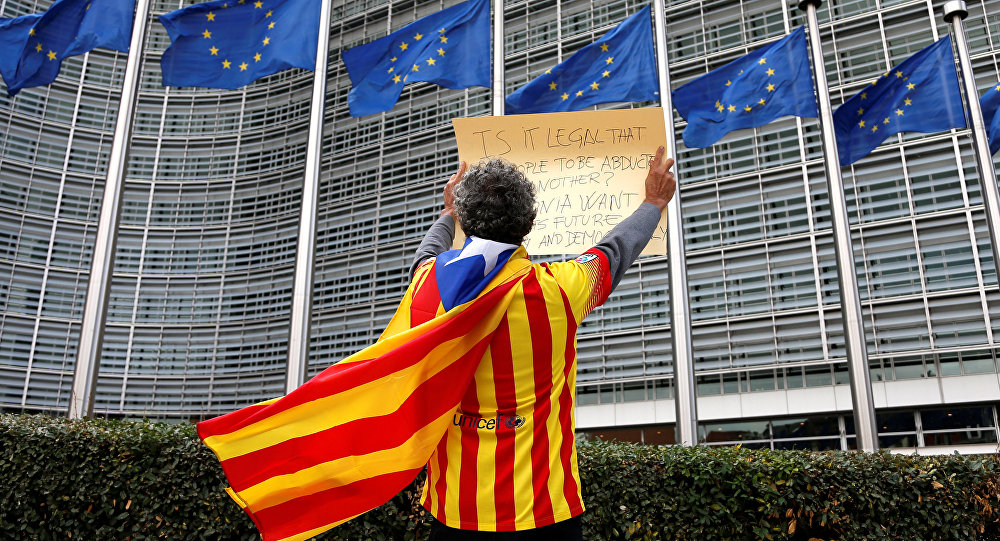 Catalan Raimon Castellvi wears a flag with an Estelada (Catalan separatist flag) as he protests outside the European Commission in Brussels after Sunday's independence referendum in Catalonia, Belgium, October 2, 2017.