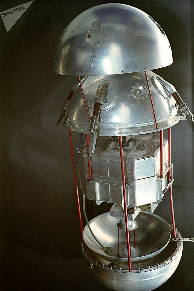 Il primo satellite artificiale smontato.