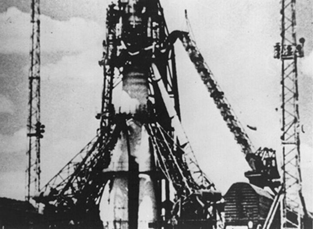 Lo Sputnik 1 venne lanciato il 4 ottobre 1957 dal cosmodromo di Baikonur.