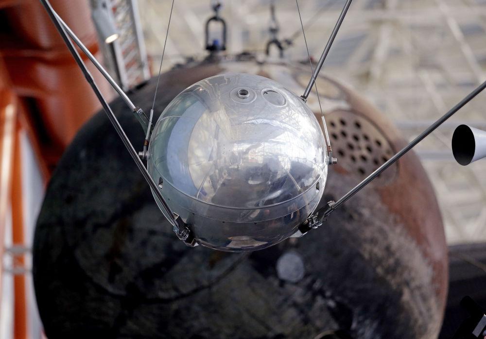 È un modello del Sputnik 1 esposto al Museum of Flight a Seattle.