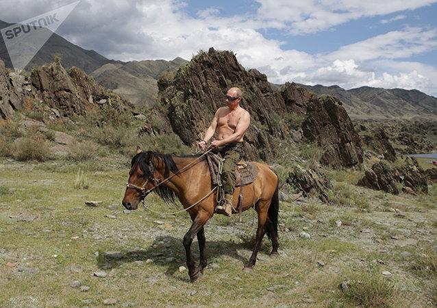 Putin a cavallo