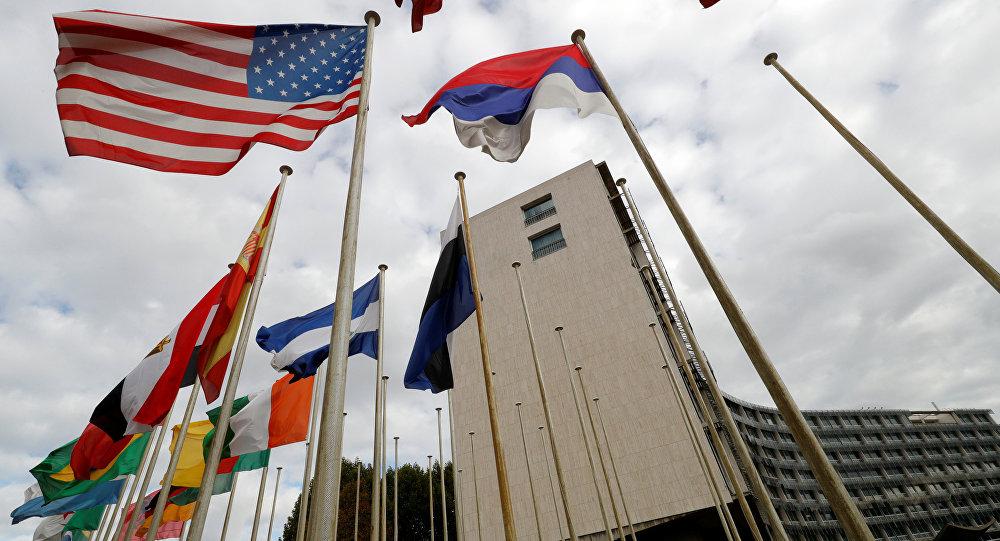 Bandiere al di fuori della sede di UNESCO