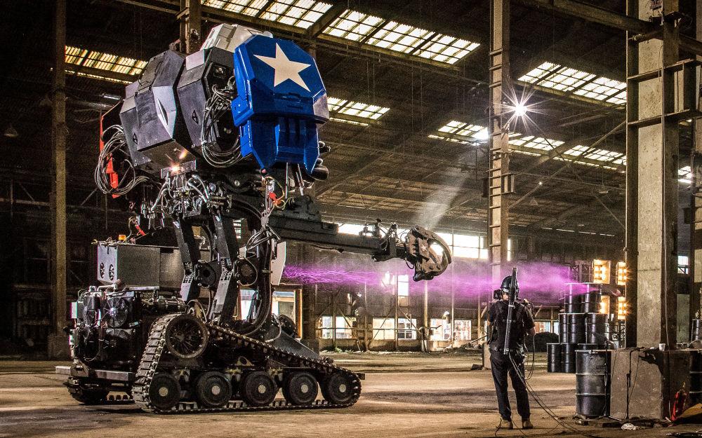 Il robot Eagle Prime della compagnia MegaBots che produce dei robot lottanti pilotati giganti.