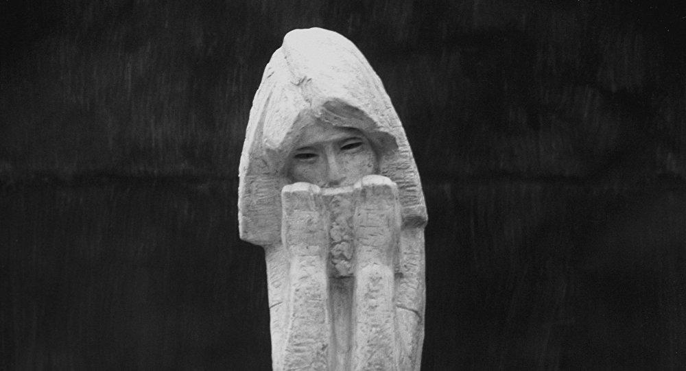 Scultura di Anna Frank (Victor Tsigal, 1969)