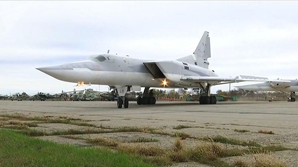 I raid aerei dei bombardieri Tu-22M3 contro le postazioni dei terroristi a Deir Ez Zor