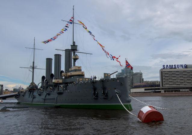 L'incrociatore Aurora a San Pietroburgo.