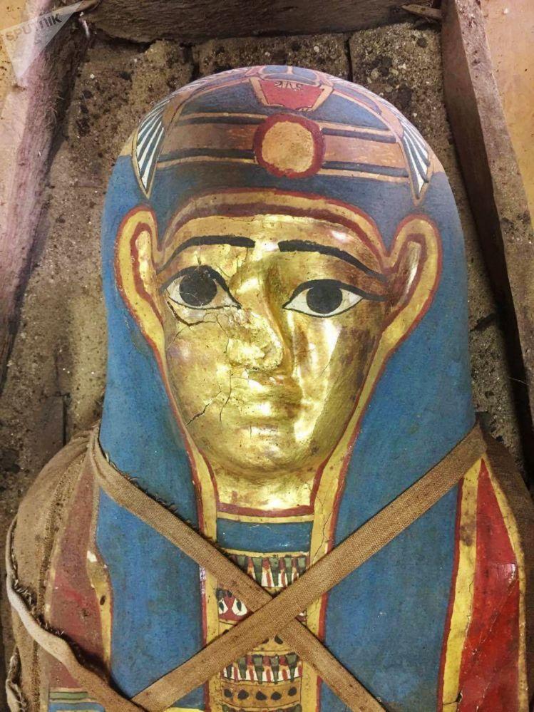 Svelato il mistero della mummia con la maschera d'oro