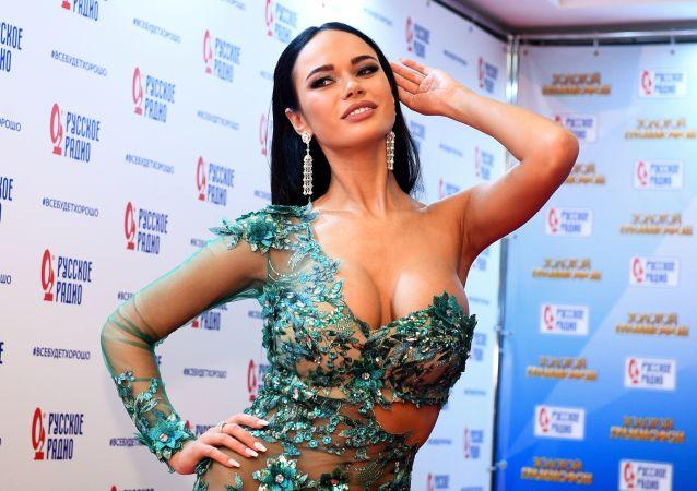 L'attrice russa Yana Koshkina alla 22° edizione del premio di musica russo Zolotoj Grammofon.