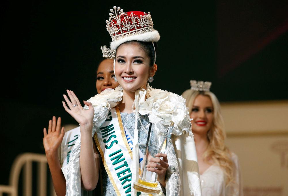 La vincitrice del Miss International 2017 a Tokyo Kevin Lilliana, rappresentatrice dell'Indonesia.