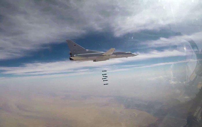 Sei Tu-22M3 hanno colpito lo Stato Islamico nel quartiere della città siriana di Al Bukemal.