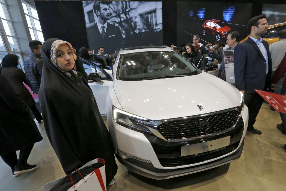Il salone dell'auto di Teheran