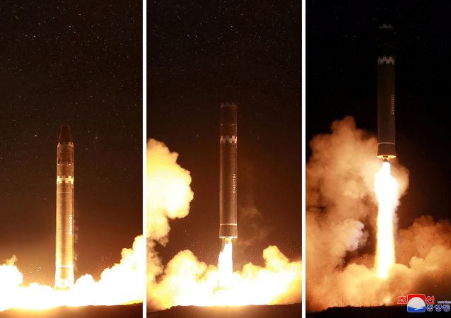 Il lancio del missile Hwasong-15 in Corea del Nord
